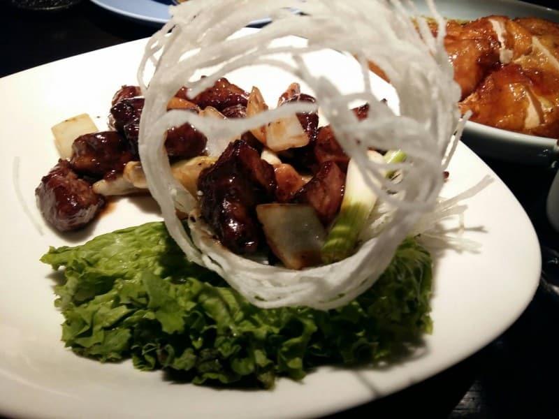 Stir-fry black pepper rib eye beef with merlot