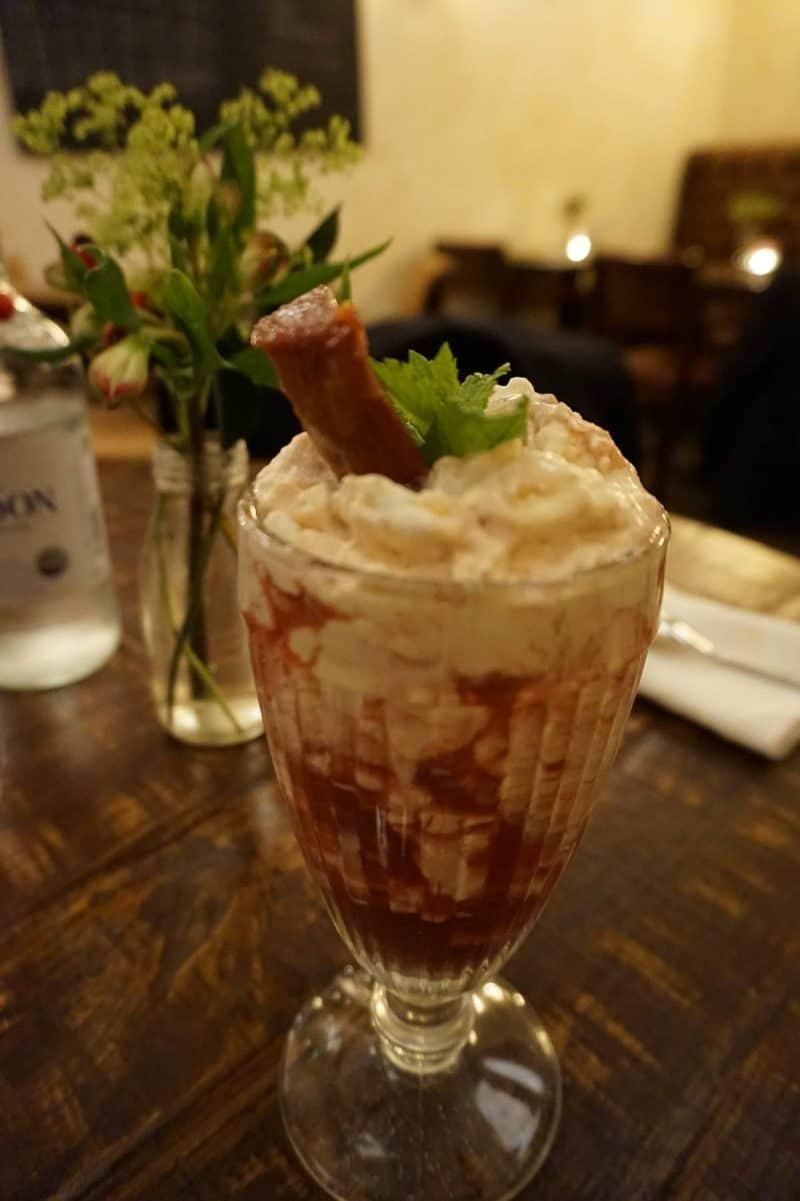 Rhubarb Eton mess