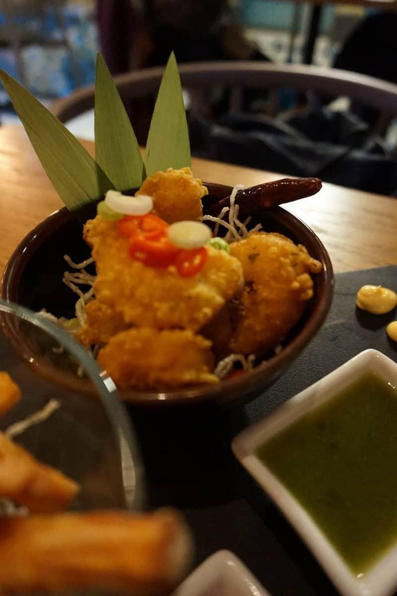 Deep fried chilli prawns