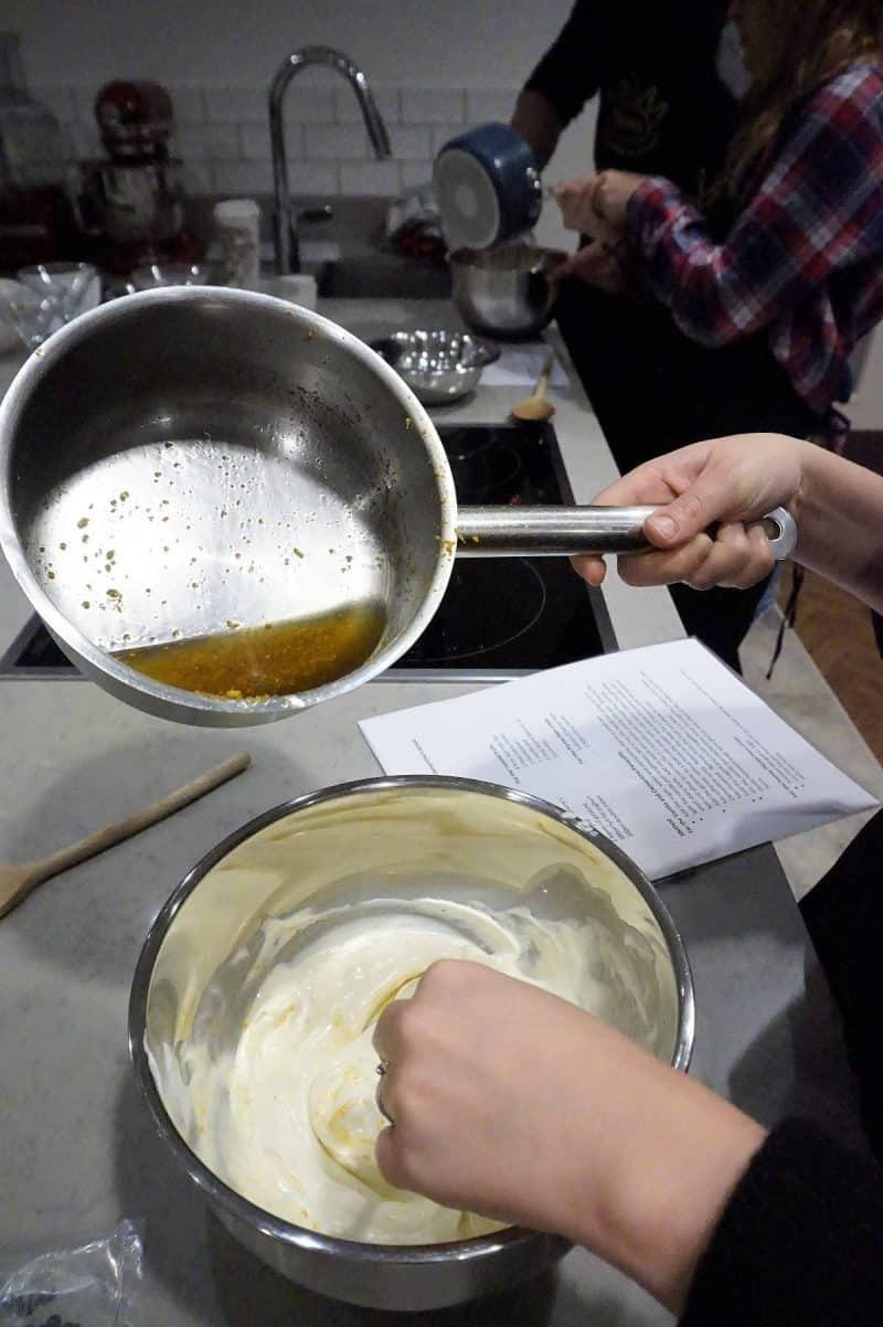 Making panna cotta