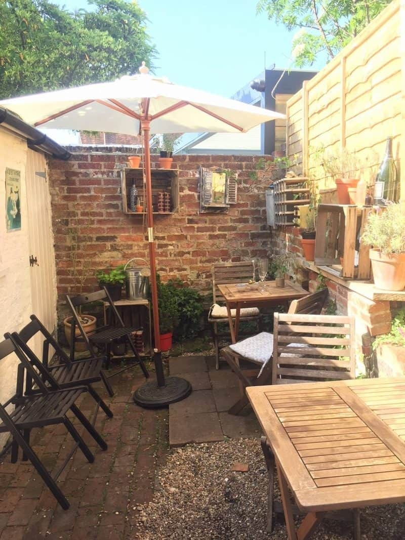 Garden at Vin wine merchants Emsworth