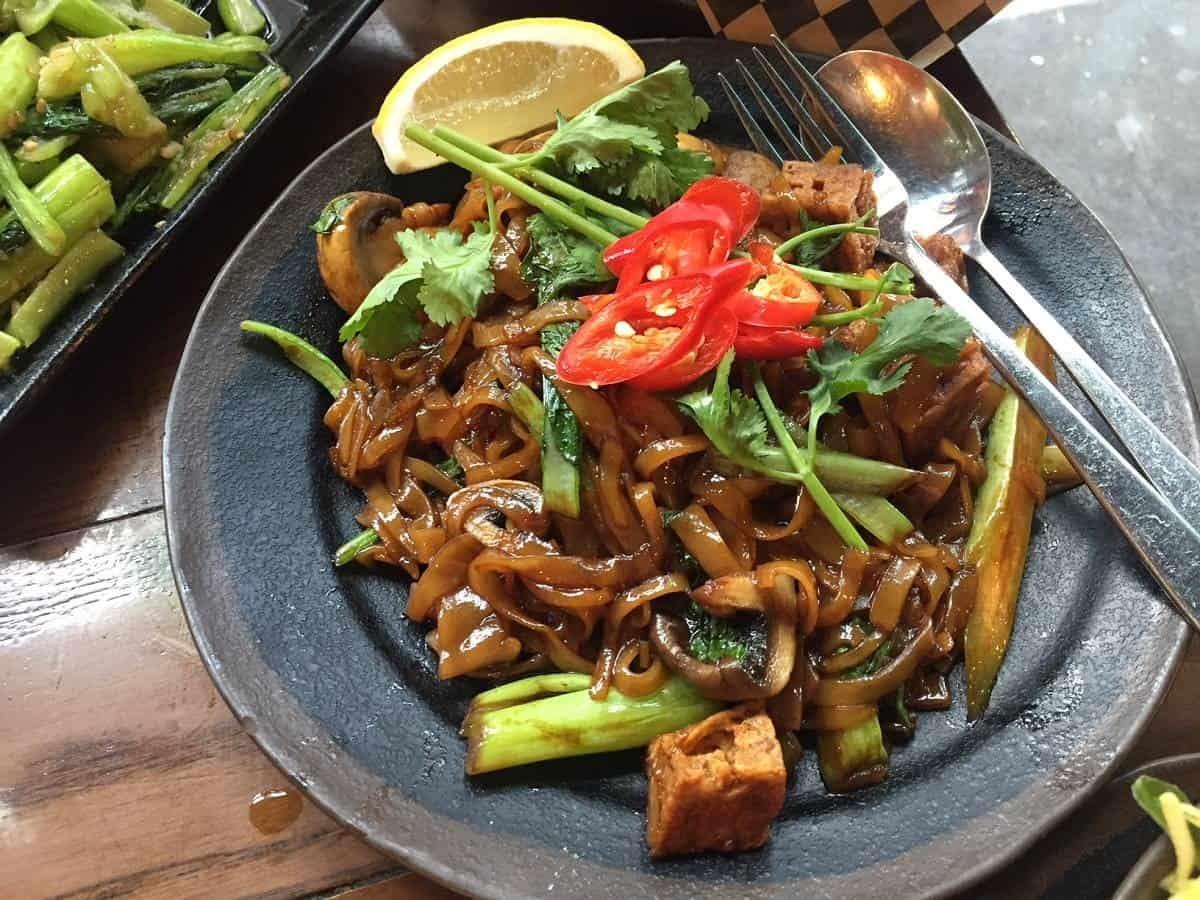 Fried Pho with mushroom and tofu