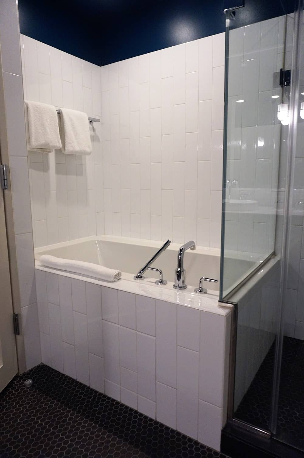 The bath at Thompson Chicago